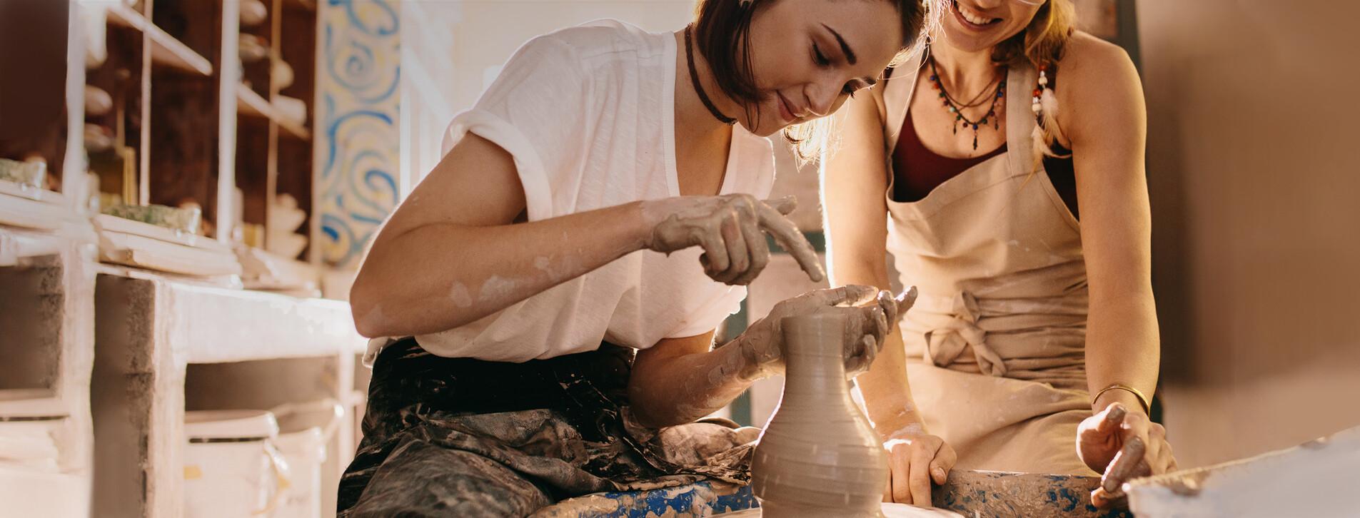 Fotoğraf 1 - İki Kişi için Çömlekçi Çarkında Seramik Atölyesi