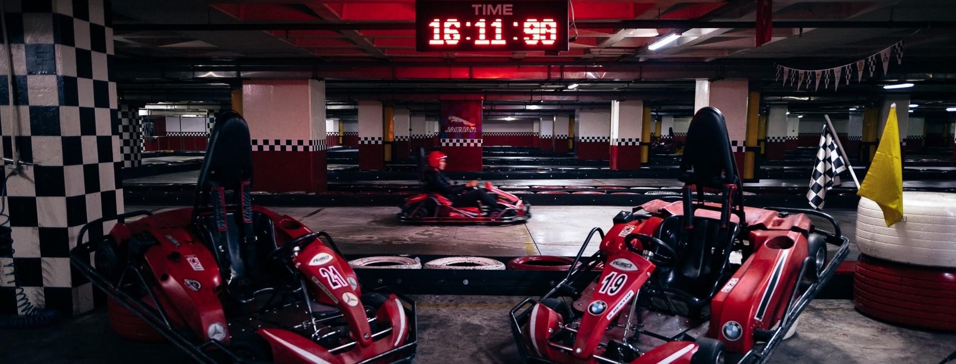 Fotoğraf - Arkadaş Grubu için Karting